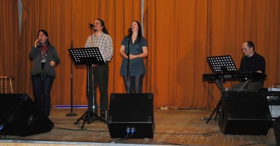 Négyen a színpadon (klikk a képre)